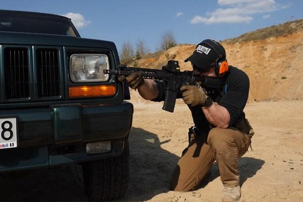 Fragment zaawansowanego szkolenia strzeleckiego Car And Around (VCQB)